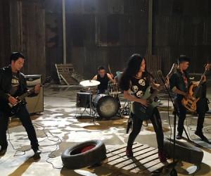 Skeleton Loves Cupcake thực hiện music video đầu tay